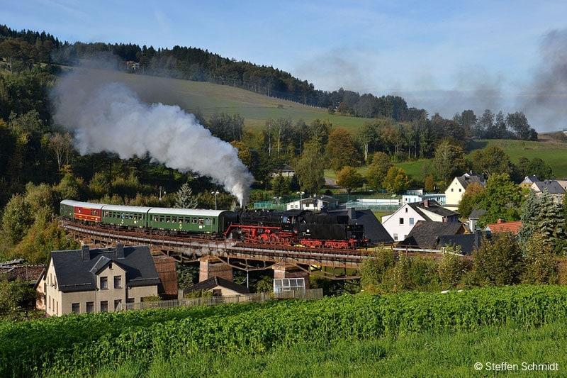 Dampflok und historischer Museumszug des Vereins Sächsischer Eisenbahnfreunde